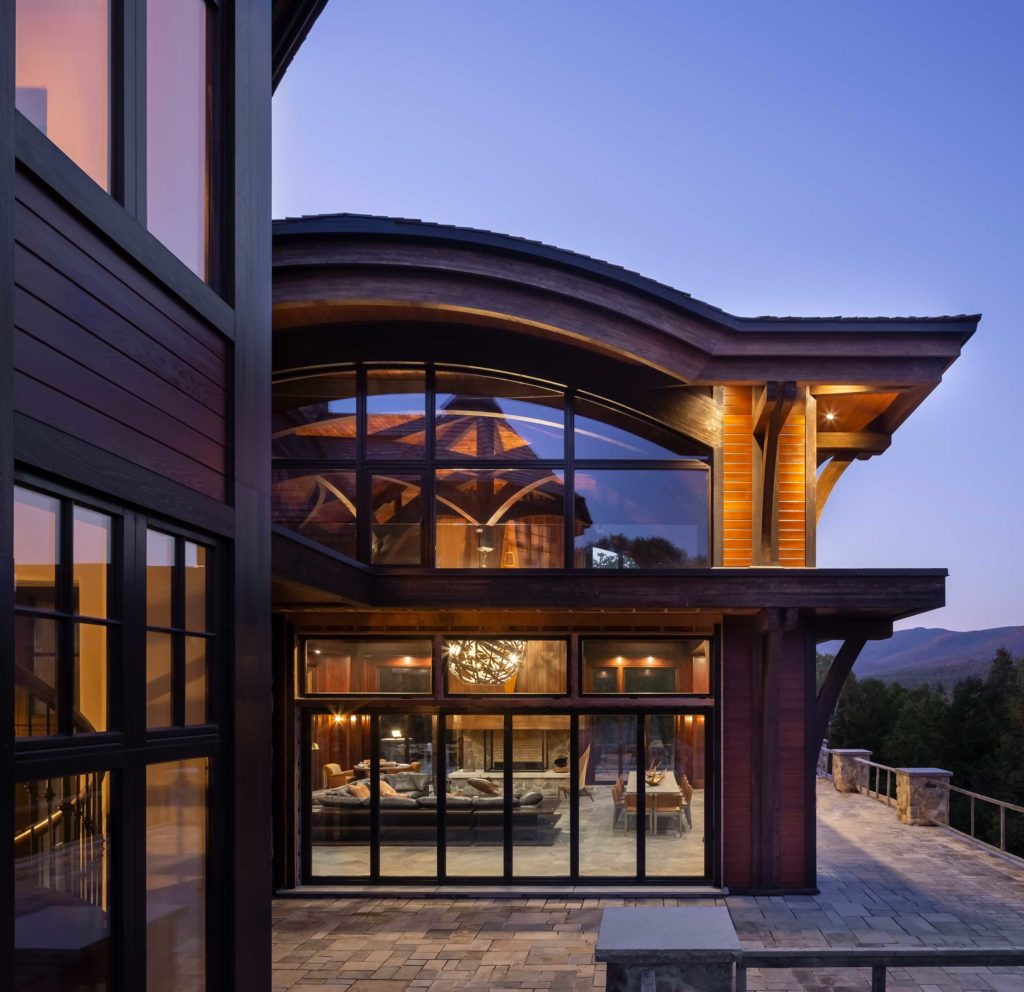 L'architecte a choisi une structure complexe en lamellé-collé composée d'arches entremêlées pour ls Résidence Mont-Tremblant !