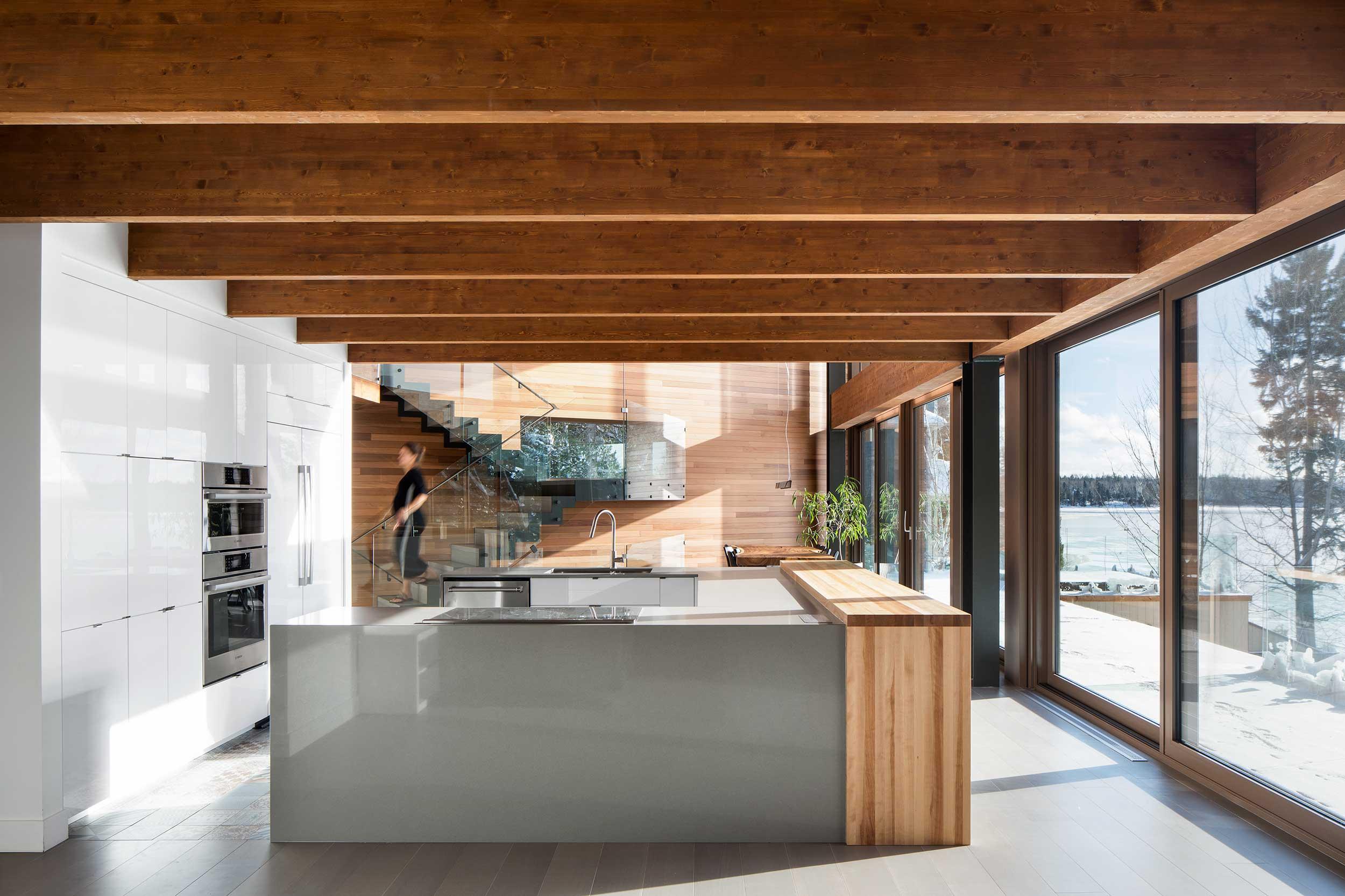 Résidence L'accostée : L'architecte a choisi une structure complexe en lamellé-collé composée d'arches entremêlées